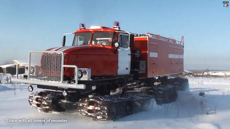 Parandatud läbivusega tuletõrjeauto. Kaader: Youtube